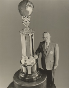 Bill Schroeder: with the Helms Foundation World Trophy.
