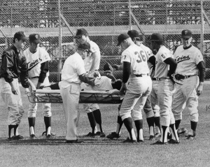 Tony Oliva: Being carried off field on August 31, 1968