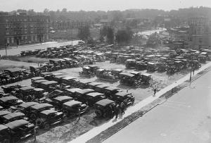 Ebbets Field: The vacant lots around the Brooklyn ballpark accommodated only 700 automobiles. After World War II, city-dwellers flocked to outer Long Island and New Jersey, and the lack of vehicle access threatened to cut ties with the longtime Dodger fan base.