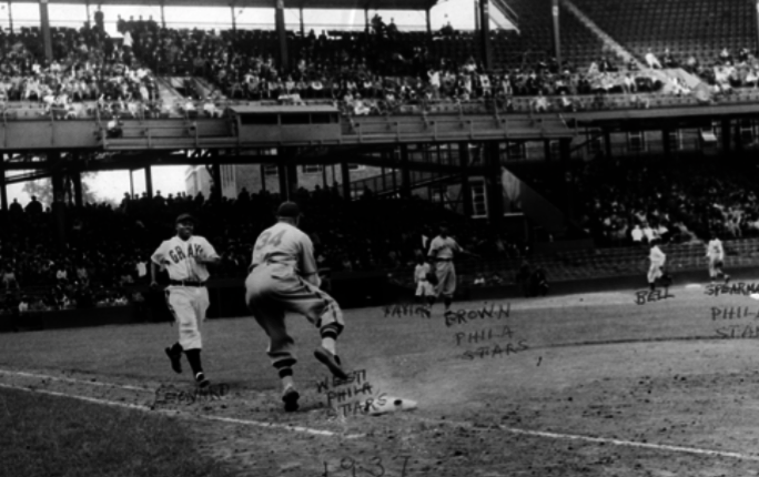 Buck Leonard tries to beat the throw to first base in a 1937 Negro National  League game between the Homestead Grays and Philadelphia Stars. 823cb5af84c6